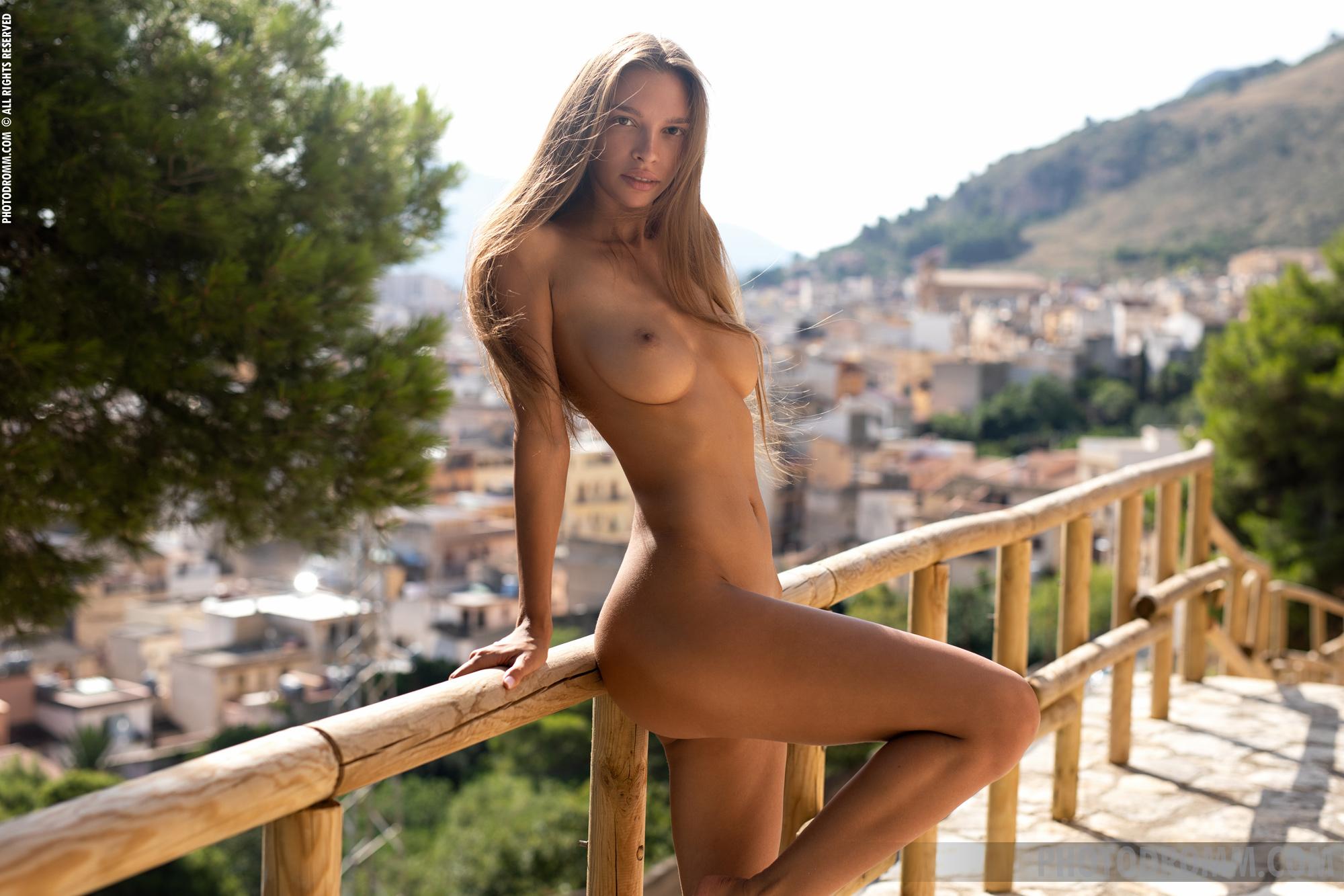 Gia ren nude