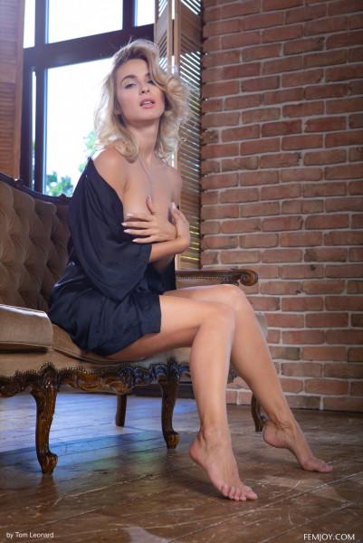 Naked brunnette - cara_mell_26_58492_2.jpg