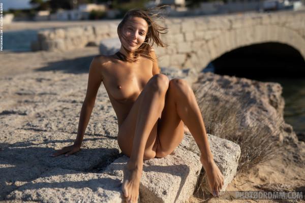 Clover nude photo 10