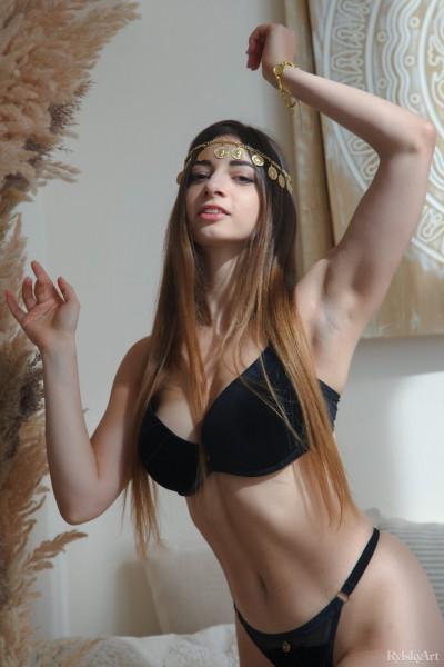 Elle Mira nude photo 1