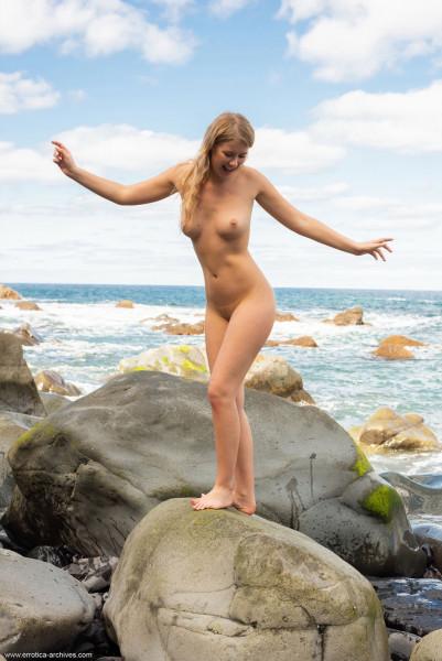 Naked brunnette - elza_a_22_45894_7.jpg