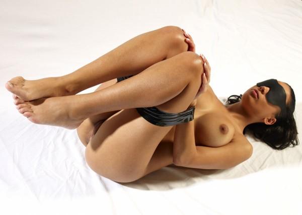 Gabriella nude photo 4