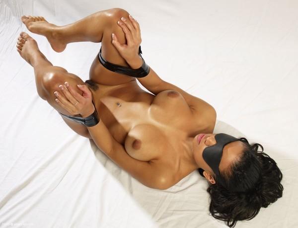 Gabriella nude photo 5