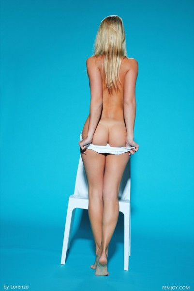 Hella G nude photo 3