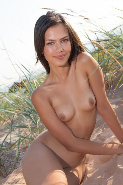 hot chicks - laina_21_39875_15.jpg