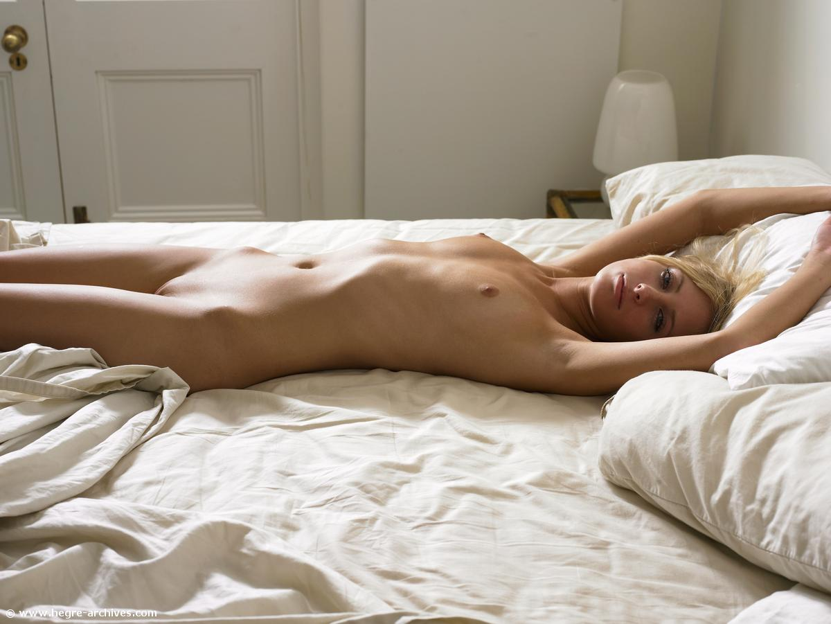 Pictures Of Anna M Naked For You In Bed