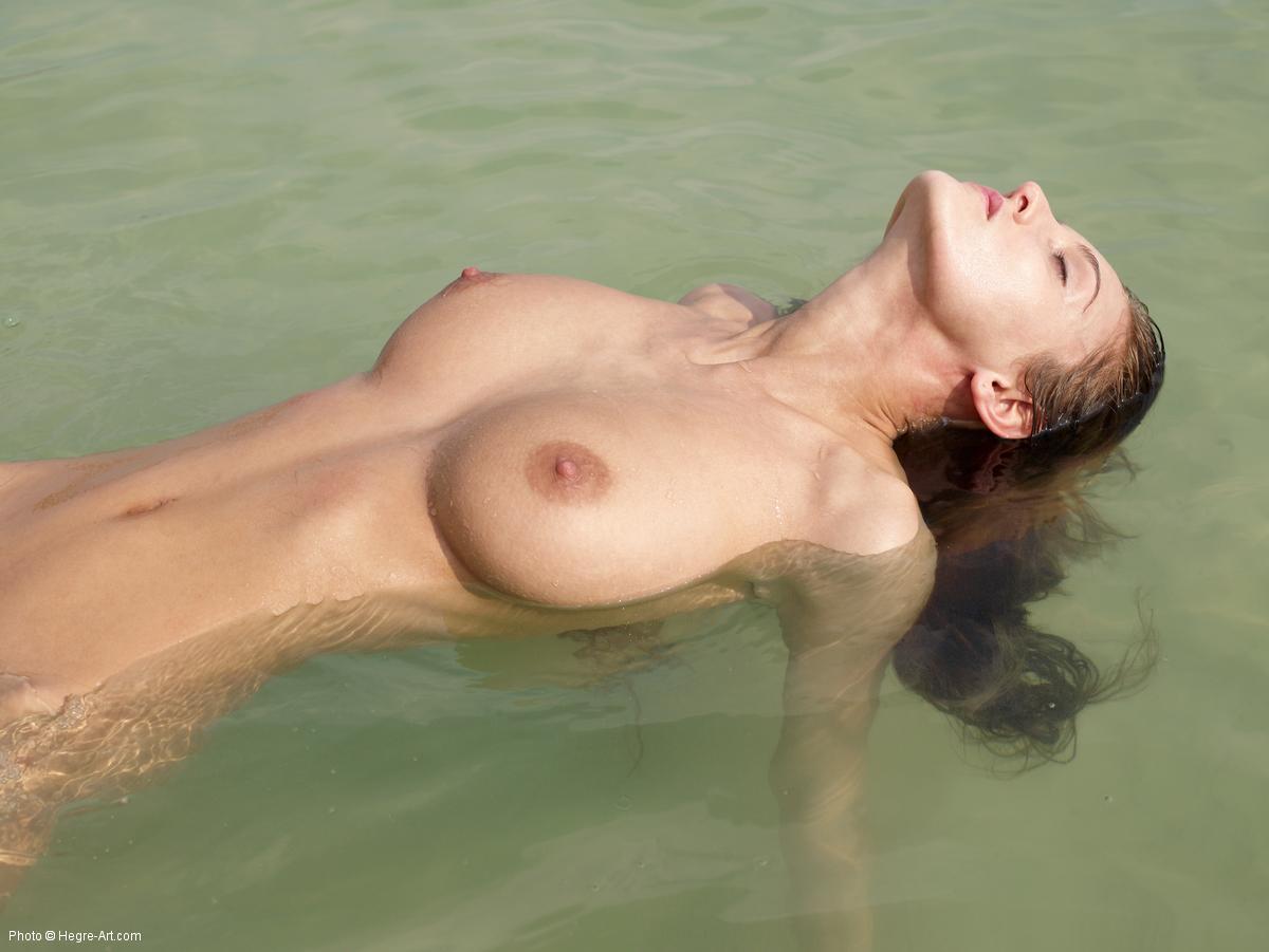 Sexy Ivette Saucedo Nude Pics