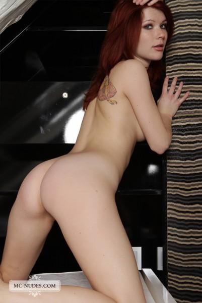 Lynette nude photo 4