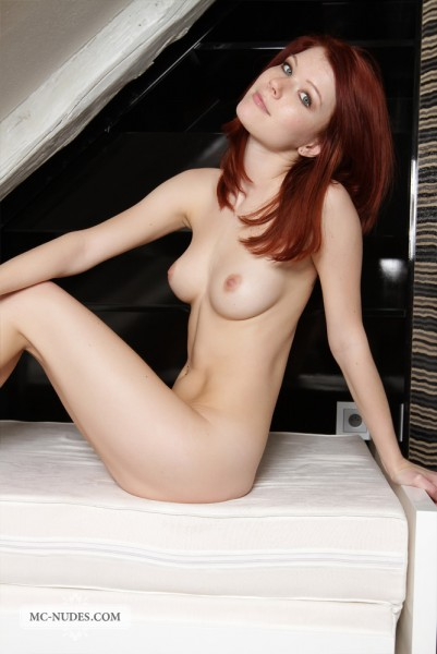 Lynette nude photo 5