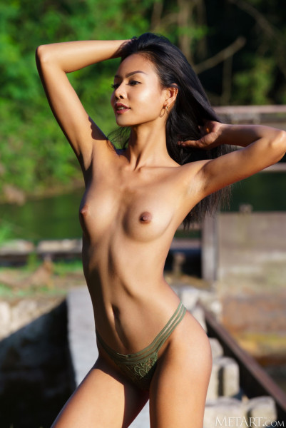 Ordinary Women Nude - magen_24_05994_4.jpg