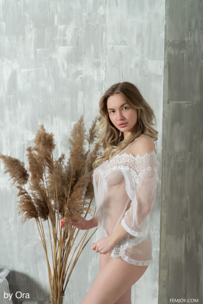 Sophie nude photo 1