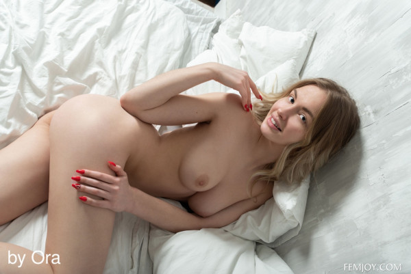 Sophie nude photo 11