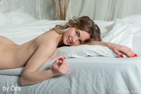 Sophie nude photo 15