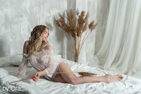 Sophie nude photo 2