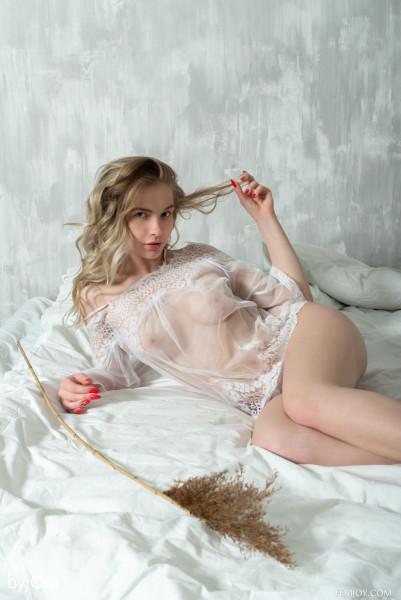 Sophie nude photo 3