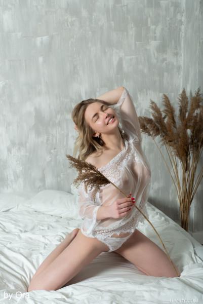 Sophie nude photo 5