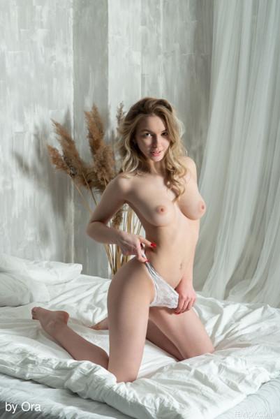 Sophie nude photo 8