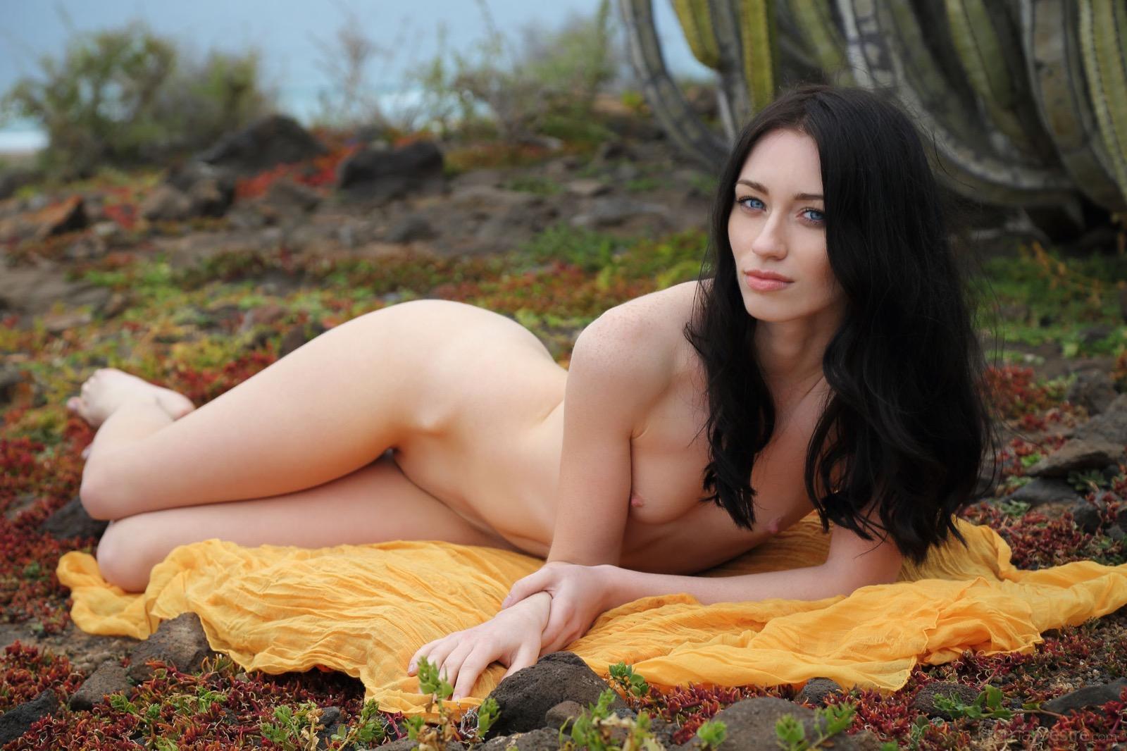 Zsanett Nude